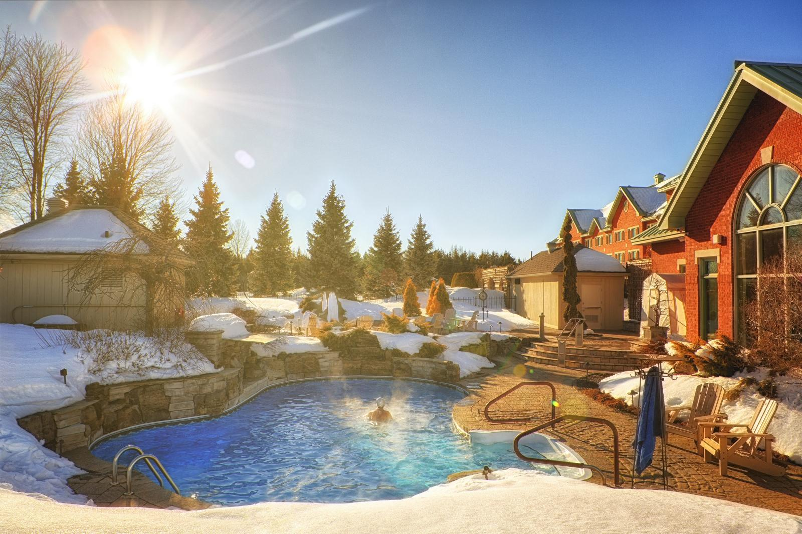 Auberge Godefroy - Snowmobile